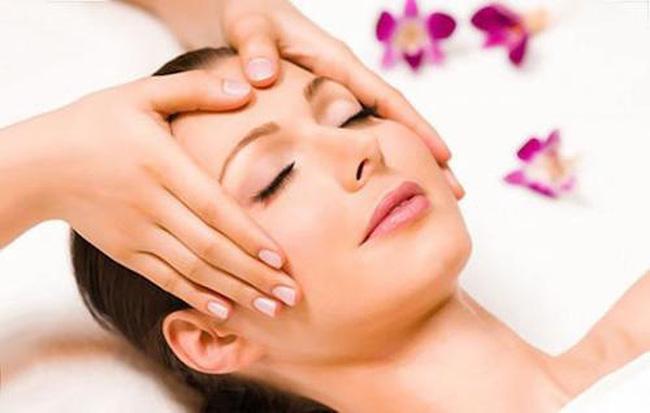 Massage giúp nâng cơ mặt
