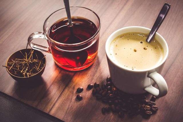 Trà và cafe cũng là thức uống gây ra thâm môi