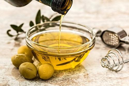 Cách chống nhăn da mặt hiệu quả - dầu oliu