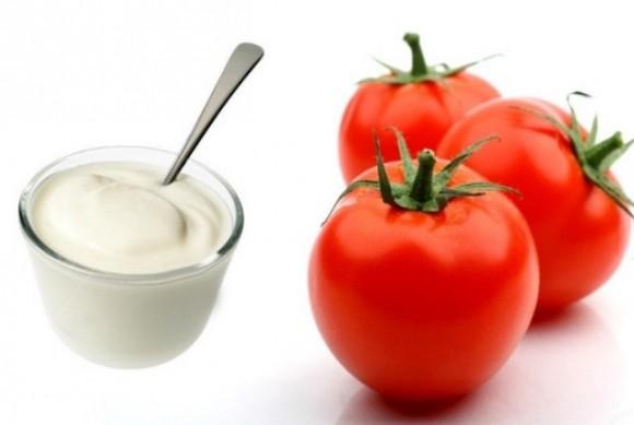 Sử dụng cà chua kết hợp sữa chua không đường để dưỡng da rất tốt