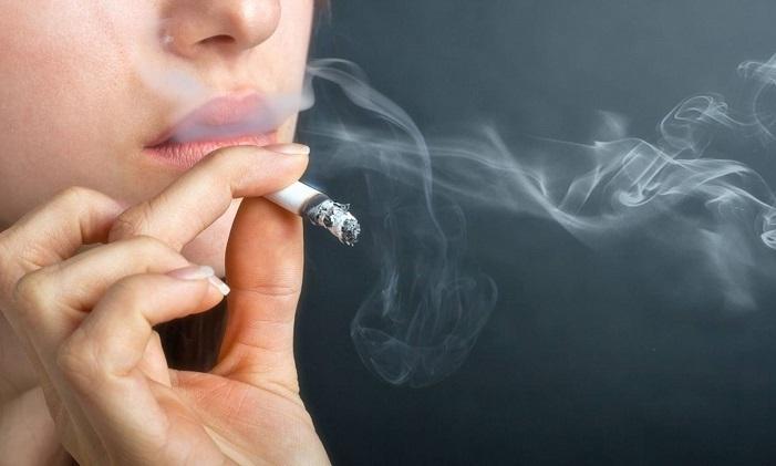 Hút thuốc lá gây môi thâm, vàng da và ảnh hưởng đến sức khỏe