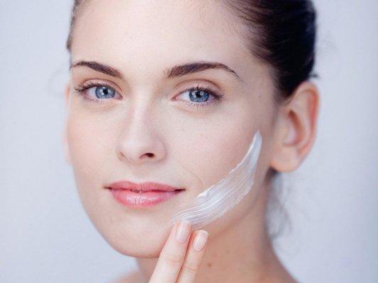Sử dụng kem dưỡng ngăn chặn quá trình lão hóa
