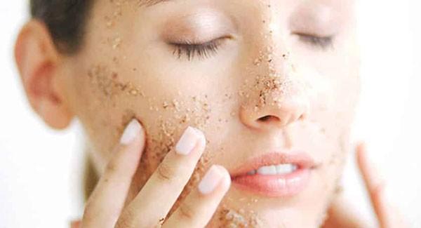 Tẩy tế bào da chết 1-2 lần/tuần để làm sạch da