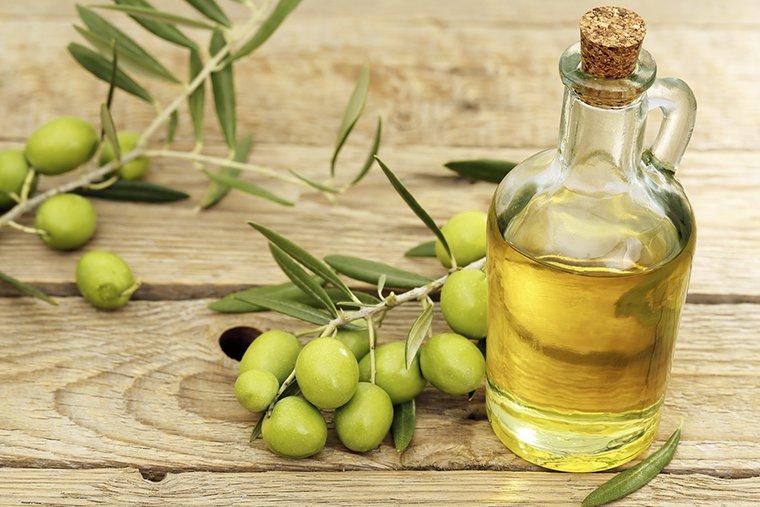 Trị rạn da bằng dầu oliu