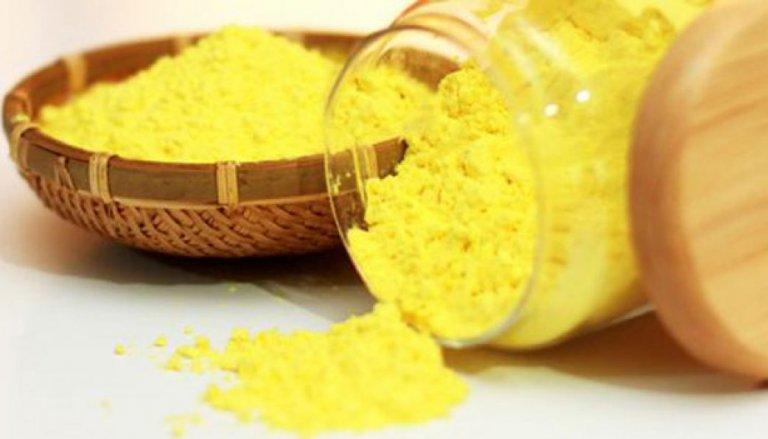 Tinh bột nghệ rất phổ biến hiện nay khi trị rạn da sau sinh
