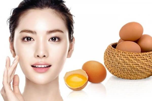 Cách làm giảm bọng mắt với trứng gà