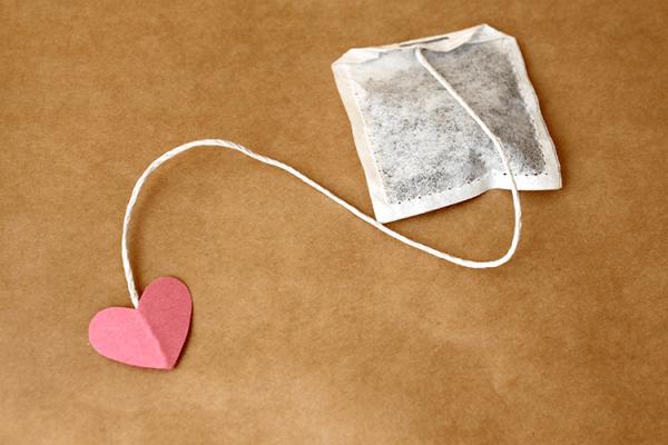 cách làm giảm bọng mắt bằng trà túi lọc