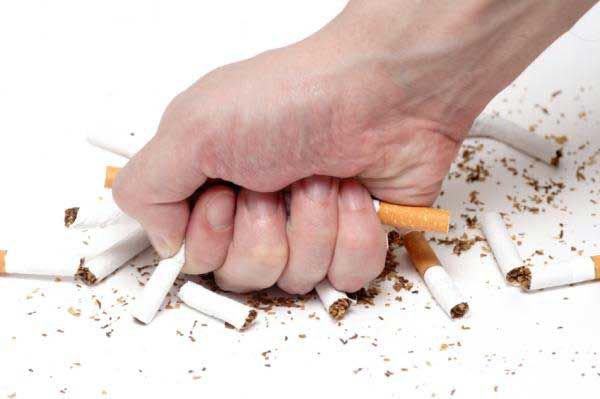Từ bỏ thuốc lá là phương pháp giảm mỡ máu hiệu quả