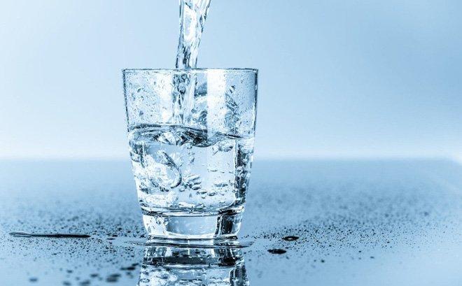 Uống đủ 2 lít nước mỗi ngày rất tốt cho sức khỏe